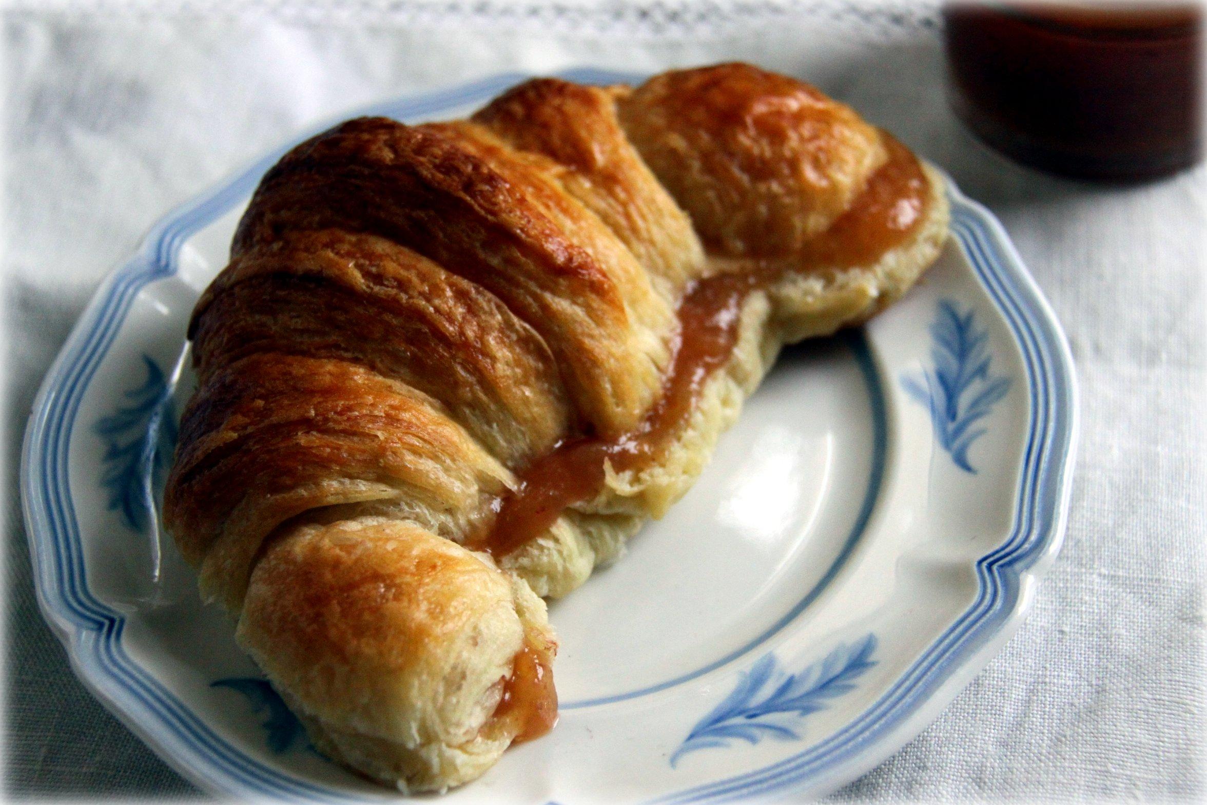 baking croissants instruction in paris